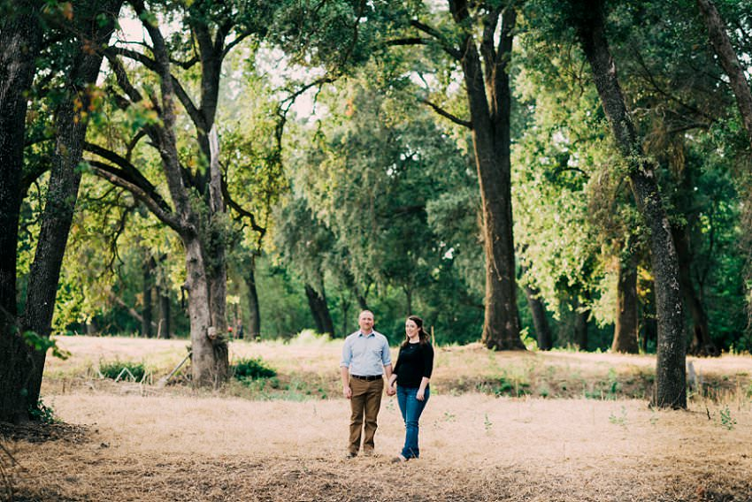 outdoor engagement session, sarah maren photography, sacramento wedding photography, sacramento wedding, engagement session, rustic wedding, what to wear for your engagement session